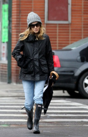 Sarah Jessica Parker wearing Hunter wellie boots in Manhattan