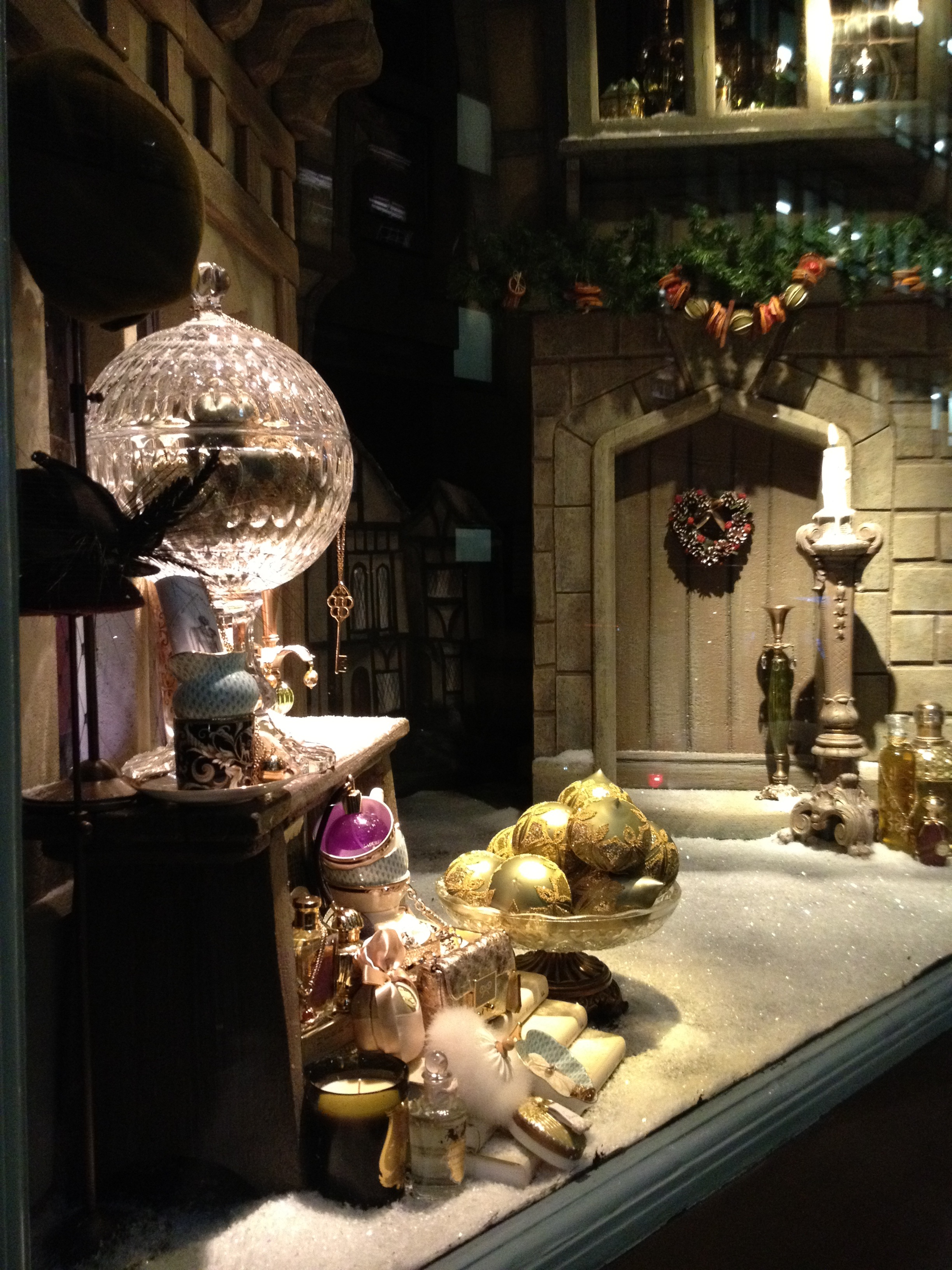 London at christmas karen toms - Fortnum and mason christmas decorations ...