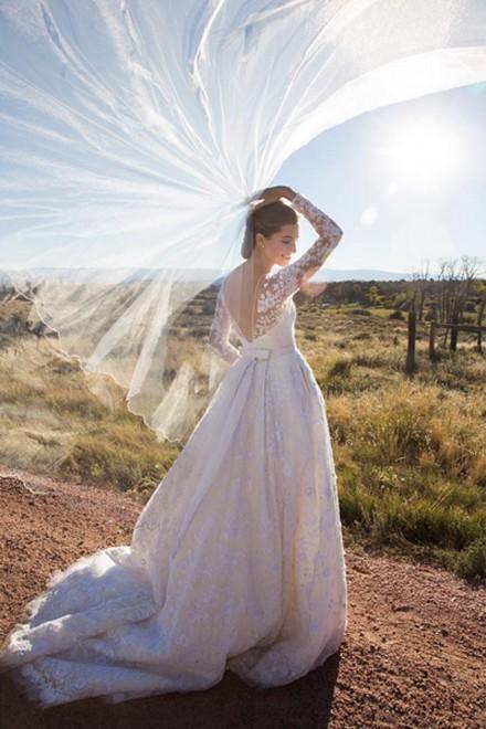 Allison Williams wedding dress & veil